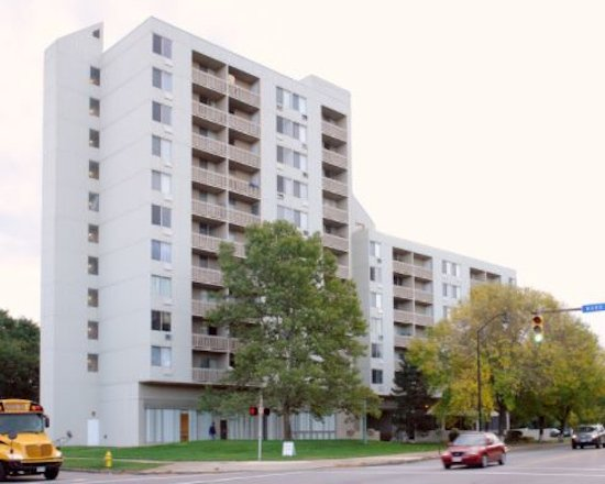 High Rise Apartments and Townhouses Phone: (585) 232-3630 Fax: (585) 232-2483 StSimonsTerraceRental@landsman.com 360 St. Paul Street Rochester, New York 14605 TDD: 711 or TTY (800) 662-1220